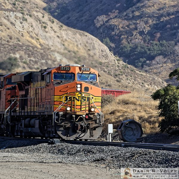 """The Slow Climb"" [BNSF GE AC4400CW in Bealsville, California]"