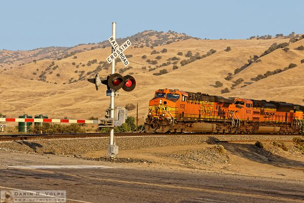 """Stop, Look, and Listen"" [BNSF ES44AC and EMD SD70ACe at a Grade Crossing in Caliente, California]"