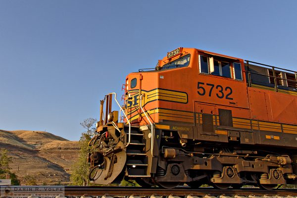"""The Great Pumpkin"" [BNSF GE AC4400CW in Caliente, California]"